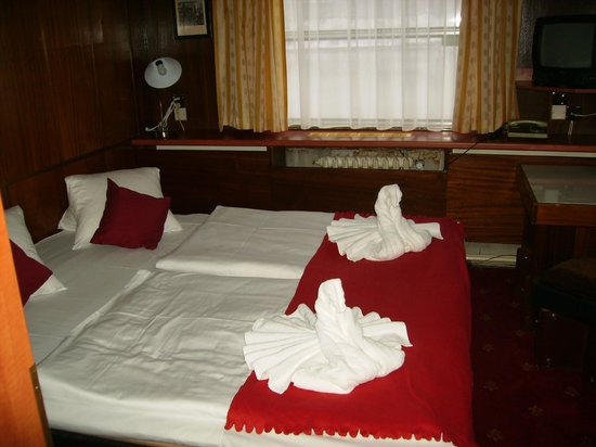 Botel Albatros:                                     Every day the towels were folded in to a new presentation