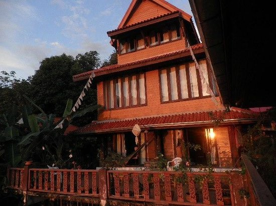 Baan Rao Bed & Breakfast: The Main Building and the common balcony