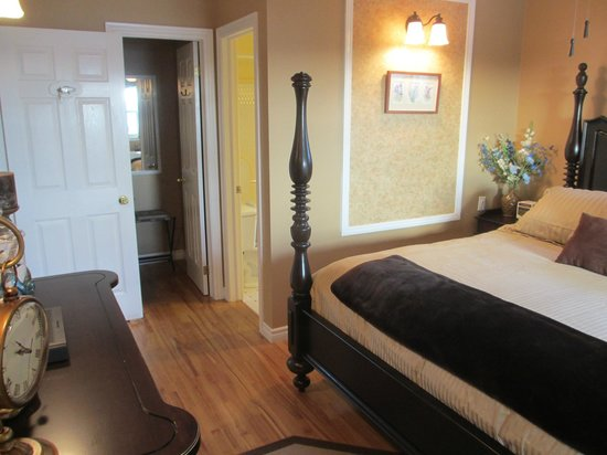 Gray Gables Bed and Breakfast: Bay Breeze
