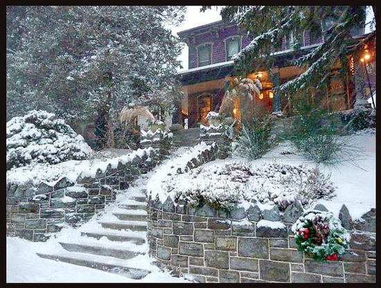 Adamstown Inns & Cottages: Amethyst Inn during winter months, cozy fireplaces will keep you warm
