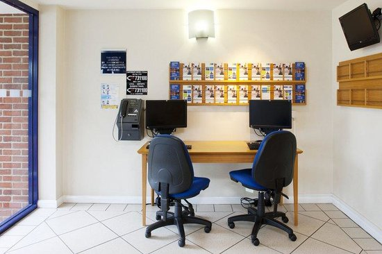 Upper Harbledown, UK: Small Business Centre provided with internet access
