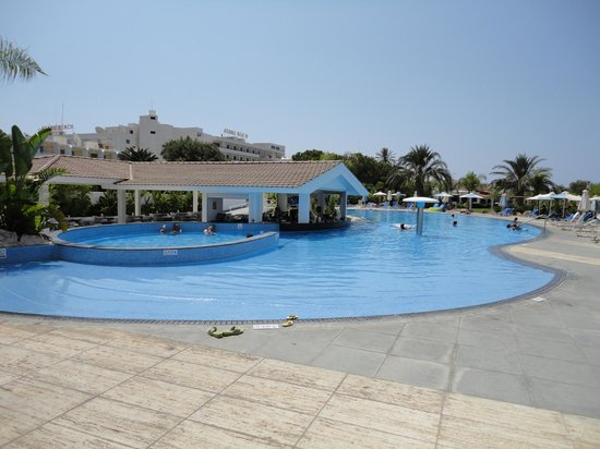Christofinia Hotel:                   standard hotel, beautiful swimmingpool, wonderfull beach
