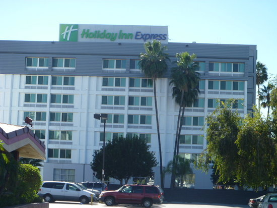 Holiday Inn Express Van Nuys: Hotel Exterior-Newly Renovated
