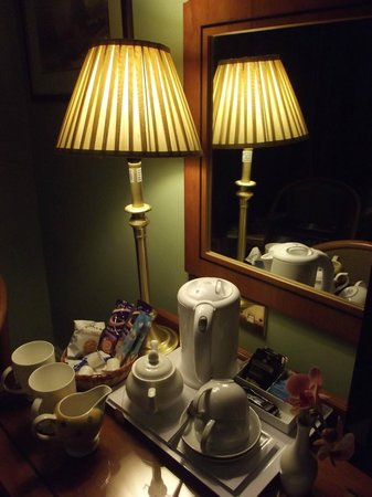 9 Green Lane Bed and Breakfast:                   Tea & Coffee Facilities (Room 2)