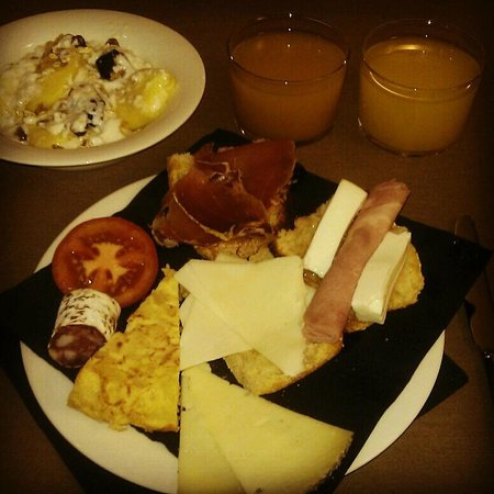 Hotel Ultonia Girona:                   Desayuno