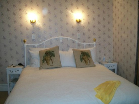 Mon Logis Bed and Breakfast:                   Our Room