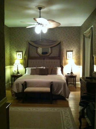 Lovelace Manor Bed and Breakfast :                                     Very comfortable bed, great sheets, great pillows.  Super cl