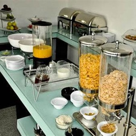 One Queretaro Plaza: Buffet Breakfast