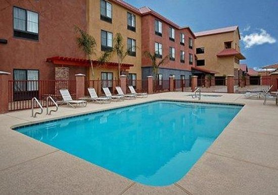 Comfort Suites Goodyear: Outdoor pool