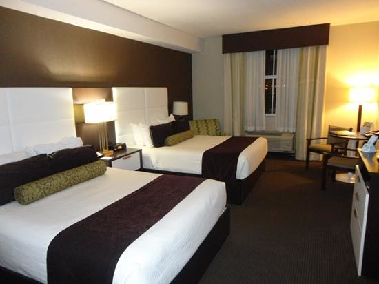 BEST WESTERN PREMIER Miami International Airport Hotel & Suites:                   vista do quarto. base da cama é perigosa!