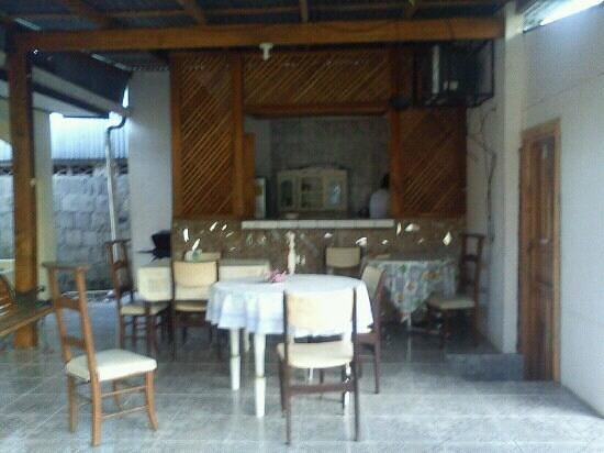 Kitchen and Tables Cabinas Smith #1