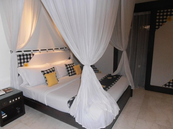 Legian Beach Hotel:                   Queen superior room