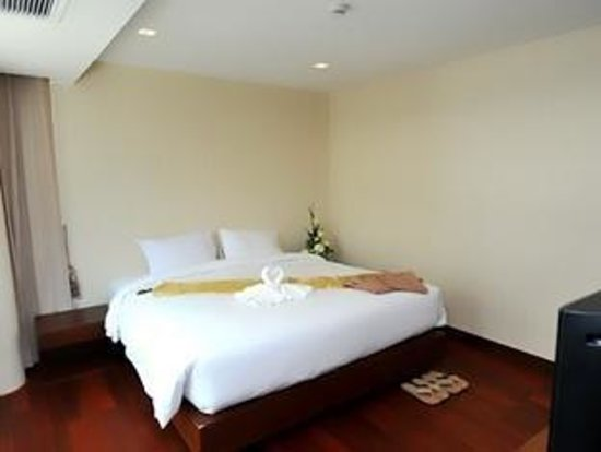 The Kris Residence: Bedroom