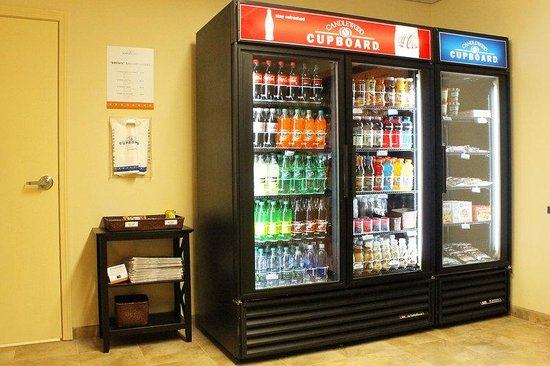 Candlewood Suites Grand Junction NW: Candlewood Cupboard drinks selection and frozen dinners