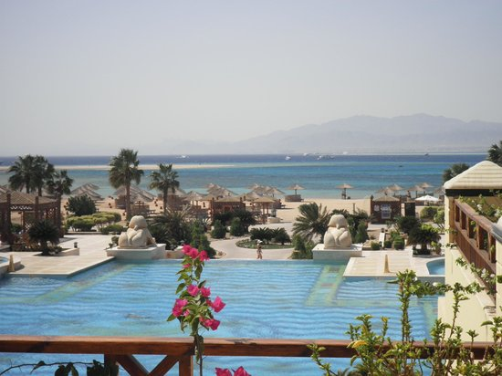 La piscine d bordement picture of sheraton hurghada for Piscine a debordement