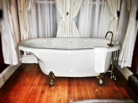 James Place Inn Bed and Breakfast:                                     Claw-foot jacuzzi tub in Rose room