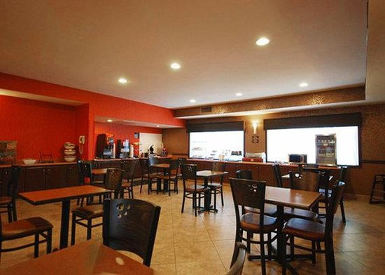 Comfort Inn & Suites: Breakfast Seating