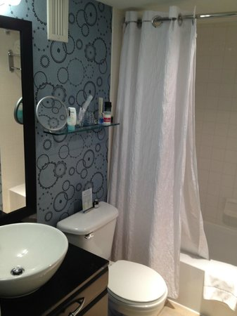 Topaz, a Kimpton Hotel: Bathroom is small, but very nice