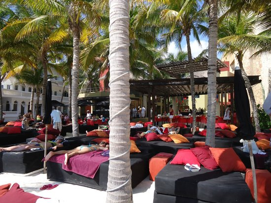 Hotel El Punto:                   Beach Club - Mosquito Beach