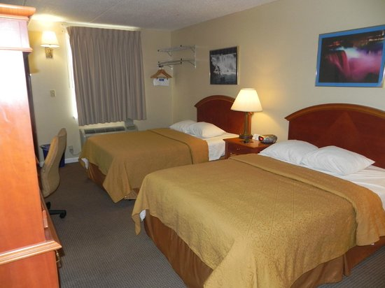 Rodeway Inn Niagara Falls: Two Double Beds - Tempurpedic Mattresses with carpet