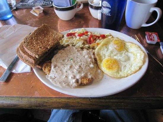 Chelan, Waszyngton:                   Country fried steak &amp; eggs