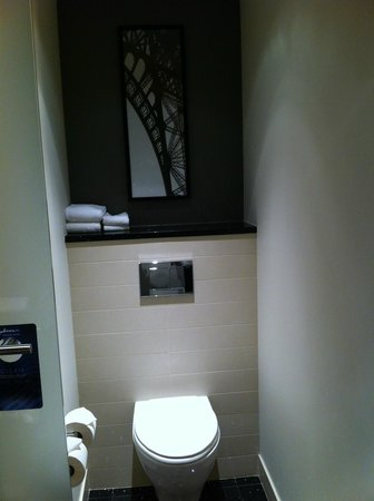 bathroom picture of radisson blu aqua hotel chicago tripadvisor. Black Bedroom Furniture Sets. Home Design Ideas