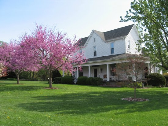 ‪1898 Red Bud Bed & Breakfast‬