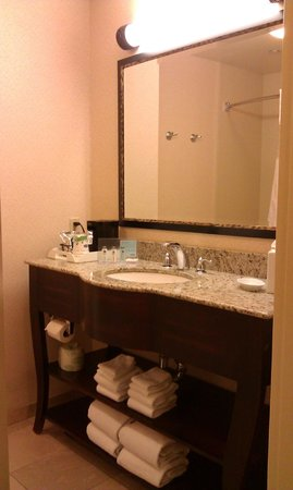 Hampton Inn Los Angeles / Orange County / Cypress: bathroom
