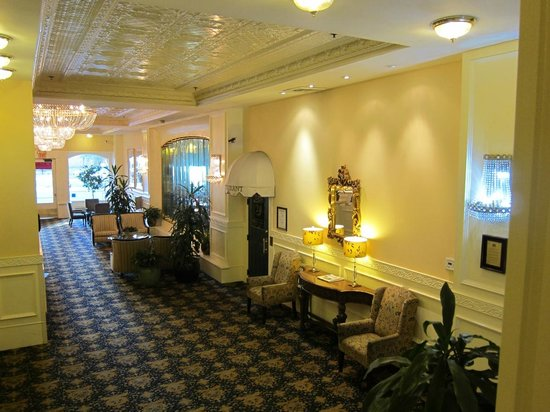 Ramada Inn &amp; Suites Gaslamp/Convention Center : Lobby 