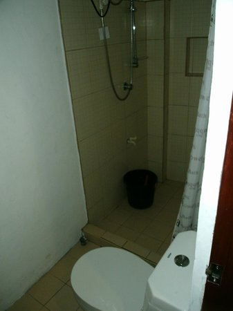 GMG Hotel: Bathroom