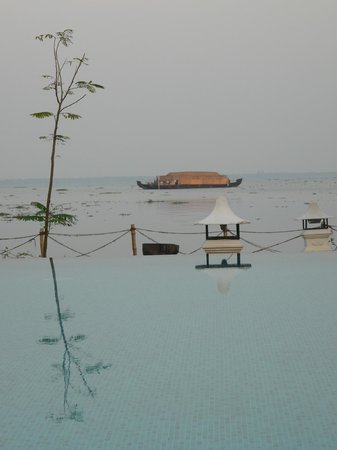 Deshadan Backwater Resort:                   Vue sur le lac