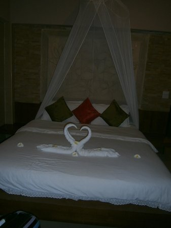 Candle Hut Resort:                   nice bed