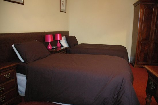 The Bell Hotel: Twin Room