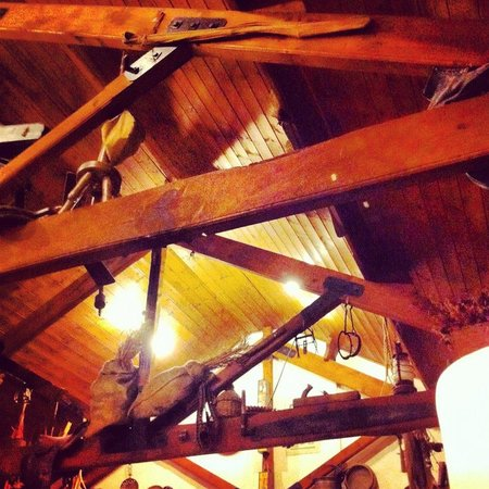 The Royal Arms Restaurant & Hotel: Great rustic interior