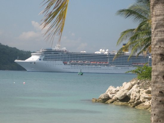 Moon Palace Jamaica Grande:                   watching the cruise ships come in