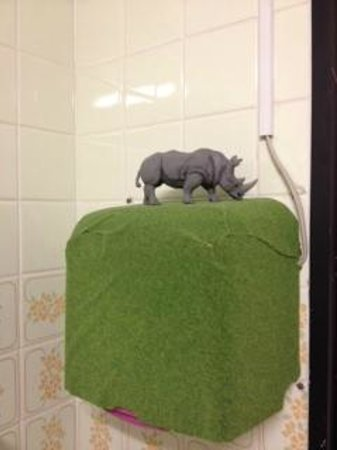 Shinagawashuku:                   miniature rhino on air towel