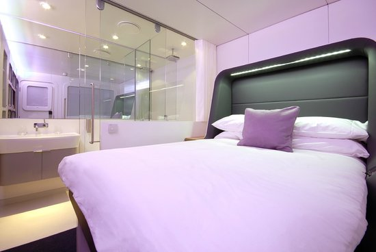 YOTEL London Heathrow Airport: Premium Cabin