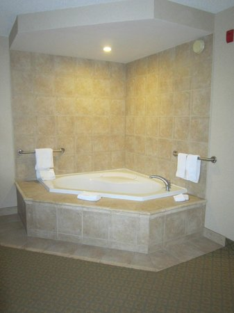 Hampton Inn & Suites by Hilton Kitchener:                   Jacuzzi tub