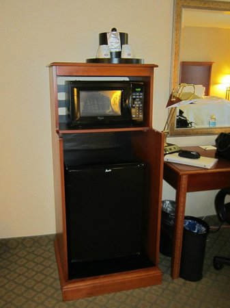 Hampton Inn & Suites by Hilton Kitchener:                   Microwave and fridge combo