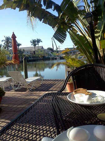 Manatee Bay Inn:                   Outside breakfast area, next to pool