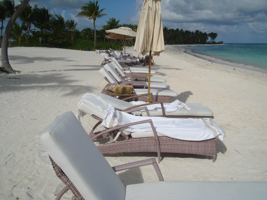 Tortuga Bay Hotel Puntacana Resort & Club:                   The lounges should be cleaned when people leave.  The lounge chairs are also t