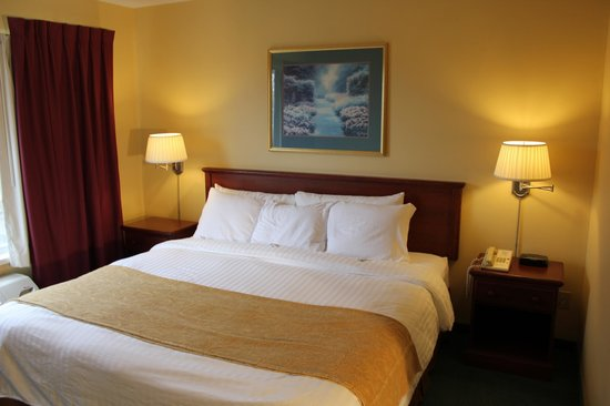 Country Inn River Falls: One Bedroom King Suite