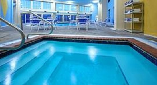 AmericInn Hotel &amp; Suites Johnston: AmericInn Johnston - Pool
