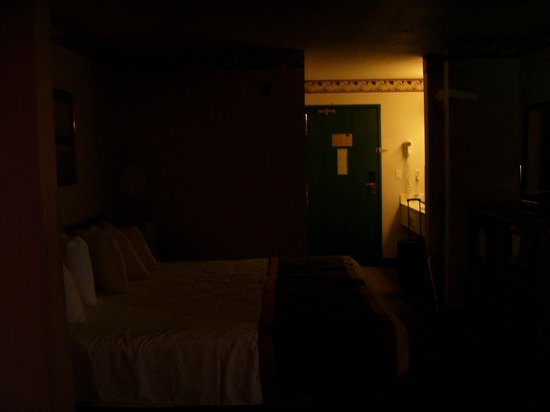 New Victorian Suites Lincoln, NE:                   With the curtains closed the room is almost pitch black