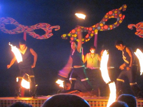 Pueblo Bonito Rose:                   Carnival Night! Fire dancers!