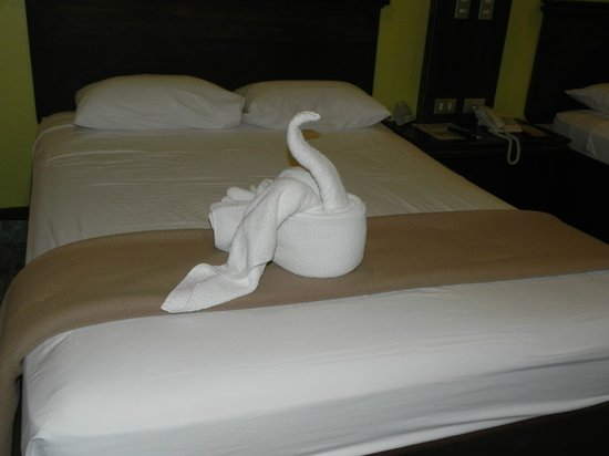 Volcano Lodge & Gardens:                   Some towel art