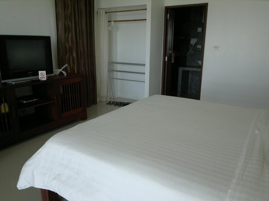 Villa Phra Chan Resort:                                     Huge, comfortable bed