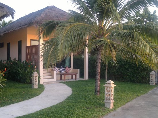 Villa Phra Chan Resort:                                     Beachfront villa