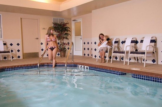 Candlewood Suites - Rogers: Swimming Pool