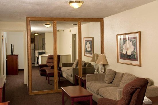 BEST WESTERN Sherwood Inn: 2 BEDROOM QUEEN STUDIO